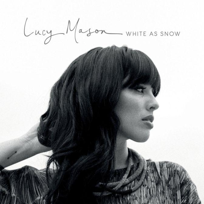 Conheça toda a paixão musical da surpreendente Lucy Mason