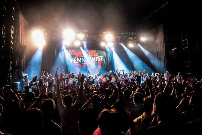 RESENHA: A gratidão ao punk rock californiano de Pennywise e Face to Face