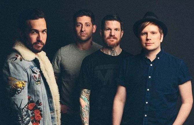 Fall Out Boy revela novo clipe para Champion