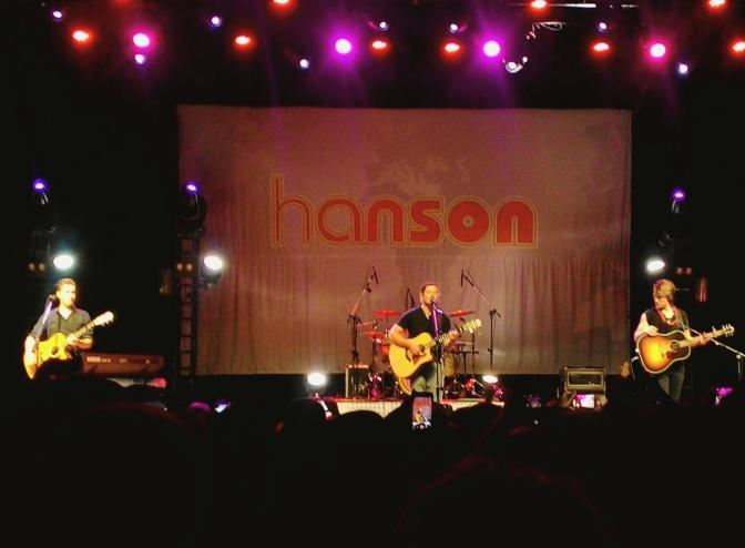 HANSON @ KM DE VANTAGENS HALL